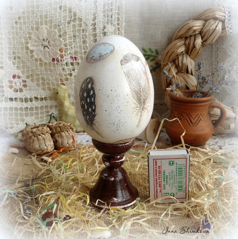 Яйцо на подставке ′Сельский двор′.
