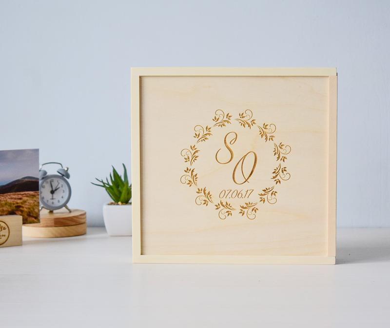 Деревянная коробка для фото 15х21 и флешки