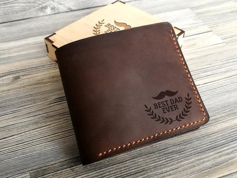 c01d28aff777 Мужской кожаный кошелек с персональной гравировкой «Best Dad Ever», подарок  на день рождения