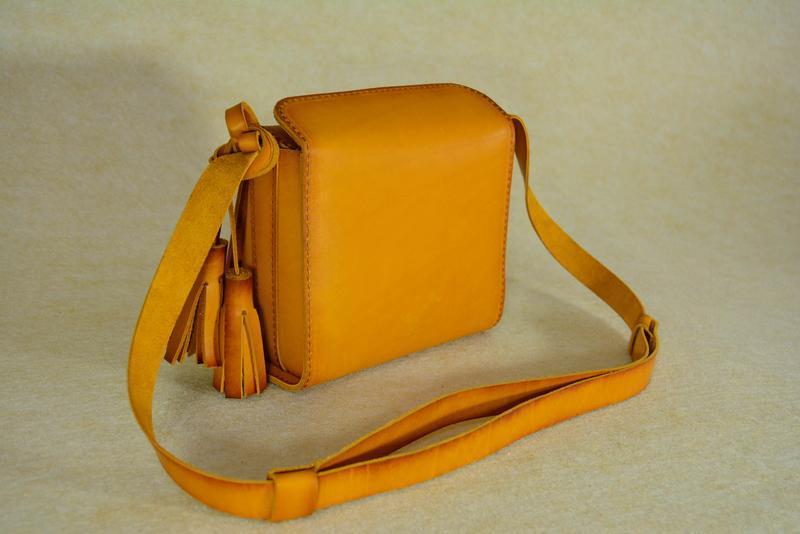 312f49e6e3ba Кожаная маленькая сумочка через плечо жолтая -янтарь