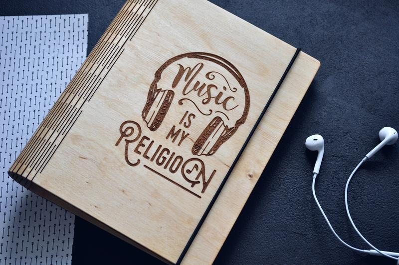 "Блокнот из дерева / Деревянный блокнот / Скетчбук ""Music is my religion"""