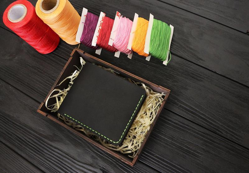 Мужской кожаный бумажник VOILE mw1-blk-grn