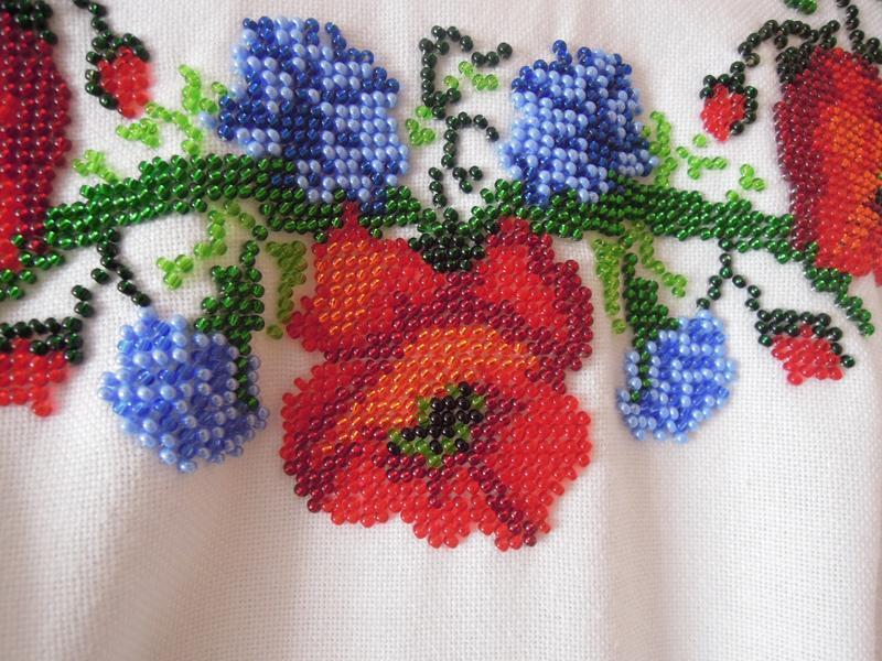 Платье с ручной вышивкой бисером