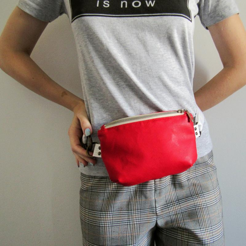 Поясная сумка женская экокожа красная