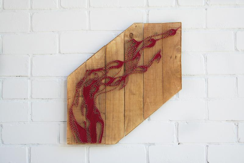 """Картина """"Свобода"""" в технике stringart"""