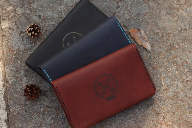 Клатч - портмоне для путешествий The Travel с отделением для паспорта из натуральной кожи.