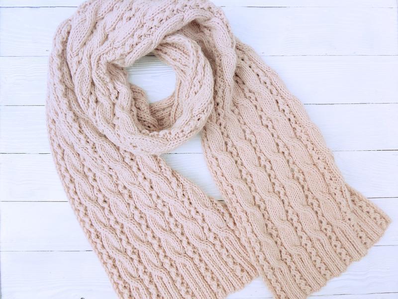 Вязаный шарф Пудровый, с косами (меринос/ангора, PA)