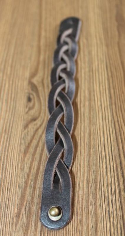 Кожаный плетеный браслет