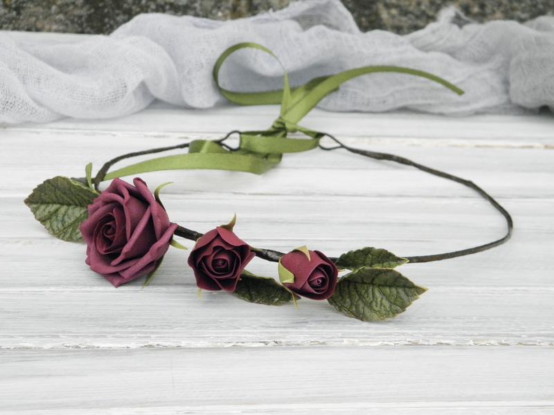 Венок на голову с розами бордовый