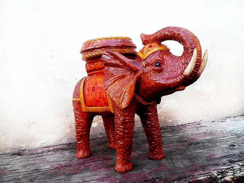 Декоративний слон, символ добробуту