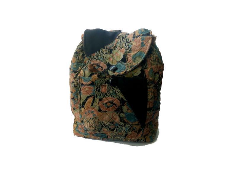 Стеганный рюкзак в цветочный принт