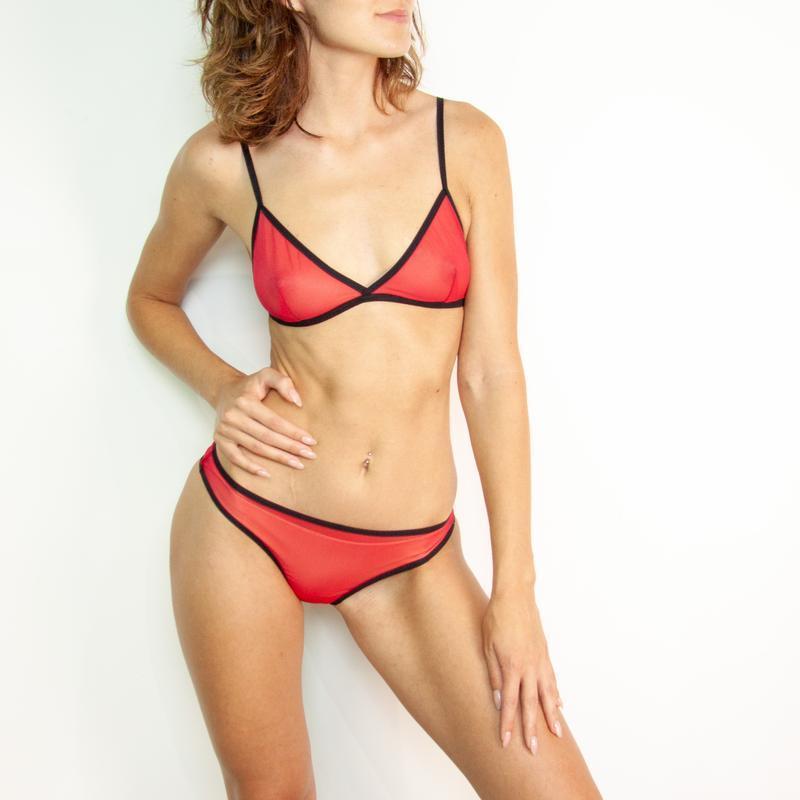 комплект нижнего белья красного цвета с черным акцентом , комплект женского белья , подарок девушке