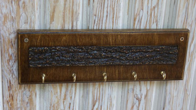 Деревянная настенная ключница