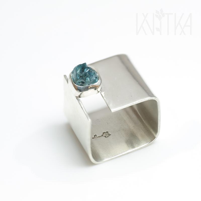 Квадратное кольцо с необработаным цирконом