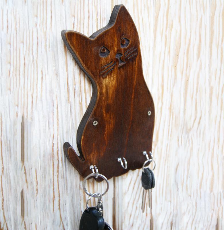 Деревянная настенная ключница в форме котика
