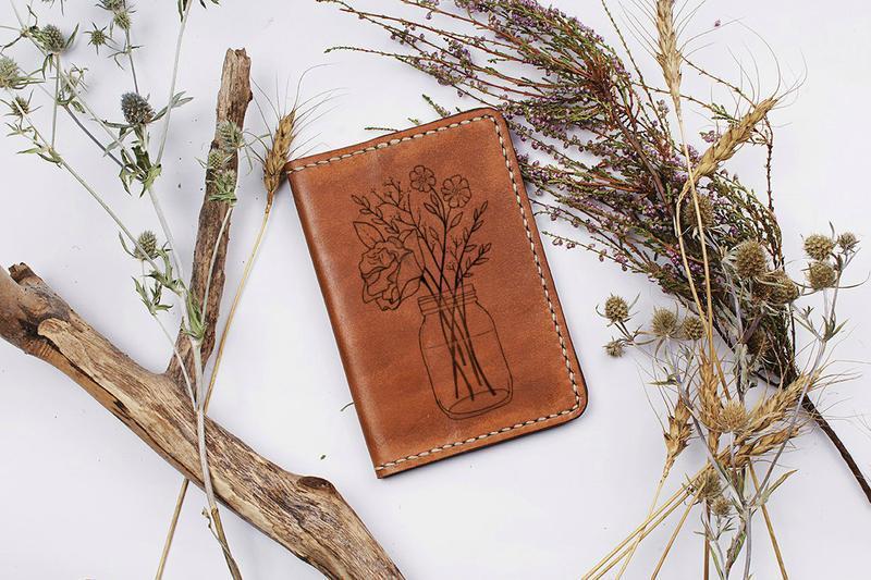 """Кожаная обложка для паспорта """"Букет цветов"""""""